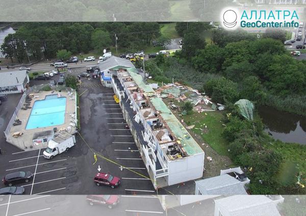 Разрушительный торнадо в Массачусетсе (США), июль 2019