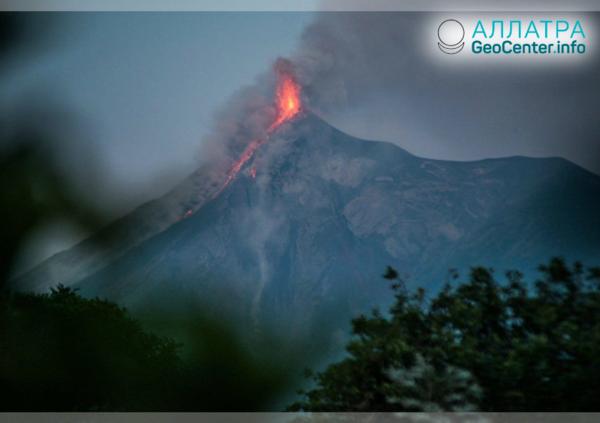 В Гватемале туристов напугал вулкан Фуэго, декабрь 2018